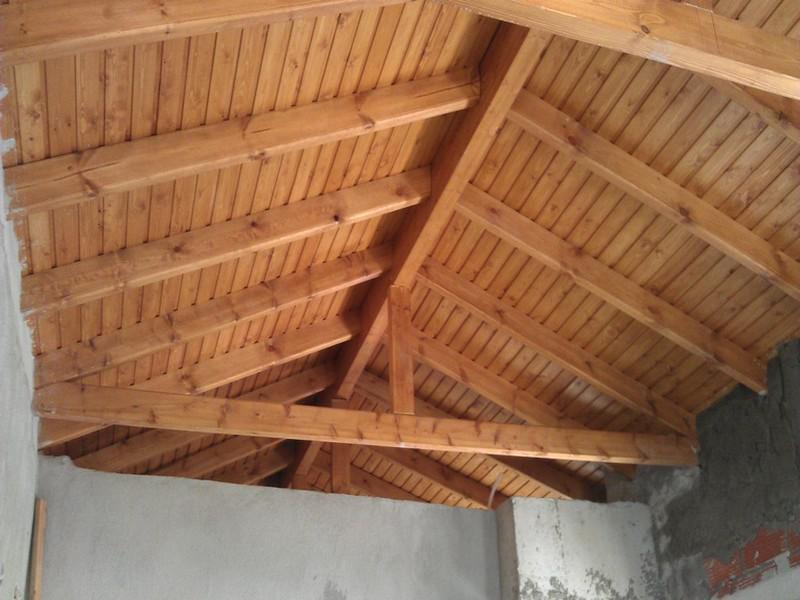 Κατασκευή ξύλινης στέγης στην Πολίχνη